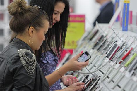 In Russland kostet das Galaxy S4 zwischen 750 Euro (16 Gigabyte) und 925 Euro (64 Gigabyte). Foto: RIA Novosti