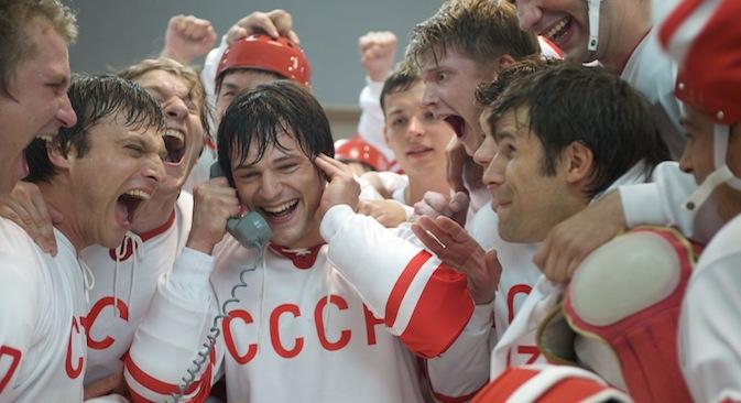 Russischer Schauspieler Daniil Koslowskij als Eishockeylegende Walerij Charlamow. Foto: kinopoisk.ru
