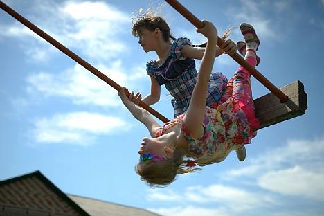 Die Staatsduma hat einen Gesetzentwurf verabschiedet, der die Adoption russischer Kinder durch Ausländer, die in gleichgeschlechtlichen Ehen leben, verbietet. Foto: RIA Novosti