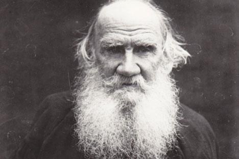 Ein Digitalisierungsprojekt will das neunzigbändige Gesamtwerk Lew Tolstojs online verfügbar machen. Bild: Nikolaj Schijanow