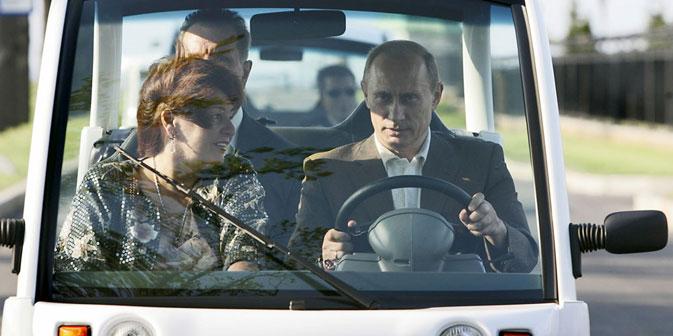 Ein starker Politiker sollte im Stande sein, wie ein Mann zu handeln und seine Ehefrau und seine Kinder auf eine zivilisierte, seriöse und offene Weise zu verlassen, ohne sie zu verletzen, meint der Politologe Dmitri Absalow. Foto: AP