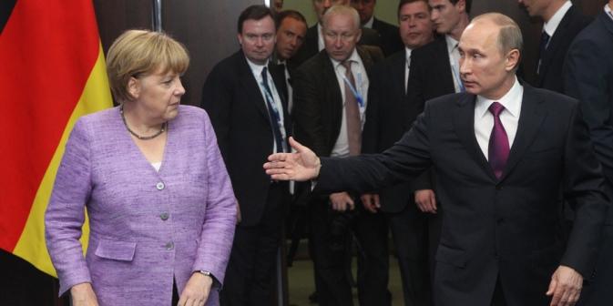 Wladimir Putin und Angela Merkel werden sicher keine engen Freunde mehr, nicht nur wegen der schwelenden Wertedebatte. Beide haben aber Wege gefunden, miteinander zu kommunizieren. Foto: Getty Images/Fotobank