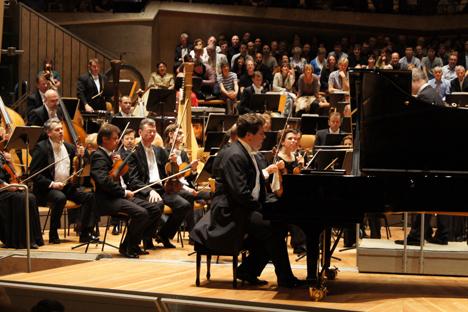 Denis Matsuev spielt mit dem berühmten Mariinski-Orchester aus Sankt Petersburg in der Berliner Philharmonie. Foto: Victor Hagel
