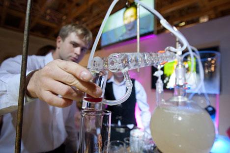 Jährlich werden in Russland mindestens 250 Millionen Liter Alkohol privat gebrannt. Foto: PhotoXPress