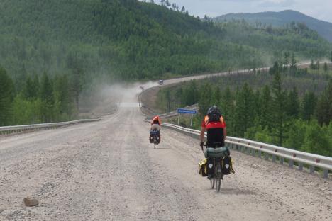 Trotz Gegenwind, übler Krankheit und dank hilfsbereiter Russen haben zwei Amerikaner es geschafft, Russland mit dem Fahrrad zu durchqueren. Foto: Lewi Bridges