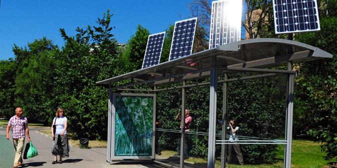 Eine Bushaltestelle mit Solarzellen in Moskau. Foto: ITAR-TASS