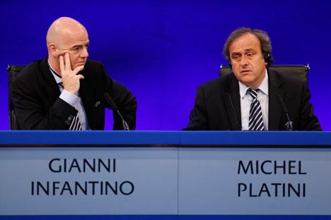 Die russische Liga will strukturellen Nachteilen durch neue Konzepte für die finanzielle Entwicklung entgegentreten. Auf dem Bild: UEFA-Generalsekretär Gianni Infantino und Präsident der UEFA Michel Platini. Foto: AP