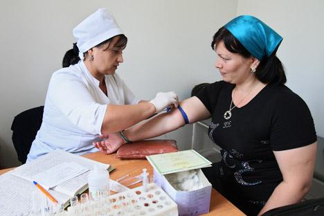 O trabalho de uma enfermeira-chefe requer muito esforço e o preenchimento constante de papeis, razões que dificultam a busca por uma candidata Foto: RIA Nóvosti