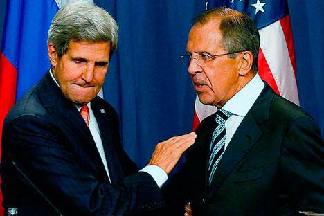 """Der russische Außenminister Sergej Lawrow (rechts) bezeichnete das Ergebnis von Gespräch mit seinem US-amerikanischen Kollegen John Kerry (links) in Genf als """"ausgezeichnet"""".  Foto: Reuters"""