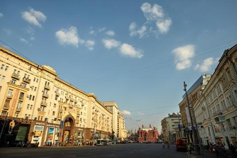 Manche Verträge von 2012 auf der Twerskaja-Straße sahen Mietbeträge von bis zu 7 400 Euro pro Quadratmeter pro Jahr vor. Foto: Jelena Potschetowa