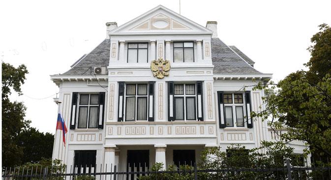 Die Festnahme eines Diplomaten belastet die Beziehungen zwischen Russland und den Niederlanden. Auf dem Bild: Die russische Botschaft in Den Haag. Foto: AFP/East News