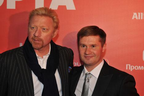 Boris Becker (l.) mit dem Spitzensportler Alexei Nemow, der in Moskau eine Laureus-Gala zur Unterstützung sozialer Sportprojekte in Russland  veranstaltete. Foto: Dirk Besserer