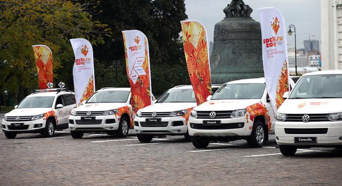 Volkswagen AG ist eine der wichtigsten Sponsorinnen der Olympische Spiele. Es sind jedoch nicht nur die Großkonzernen, die auf der Riesenbaustelle Sotschi erfolgreich auftreten. Foto: ITAR-TASS