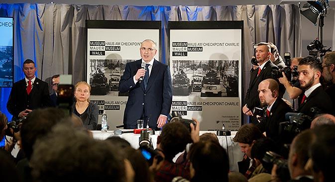 Coletiva de imprensa com Khodorkóvski aconteceu em Berlim neste domingo Foto: Reuters