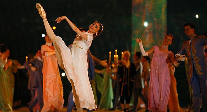 Swetlana Sacharowa tanzte während der Eröffnungsfeier der Olympischen Spiele in Sotschi die Natascha Rostowa. Foto: Reuters