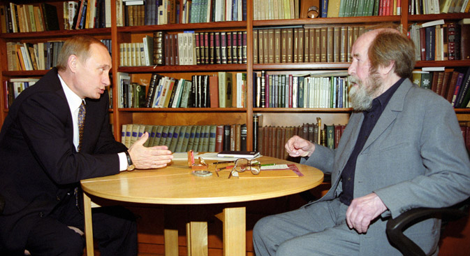 Im September 2000 führte Putin ein langes Gespräch mit Solschenizyn in dessen Haus in Troize-Lykowo. Foto: ITAR-TASS