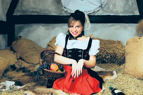 Nastja Belkowskaja beim Fotoshooting im  Dirndl. Foto: www.agency-visable.de