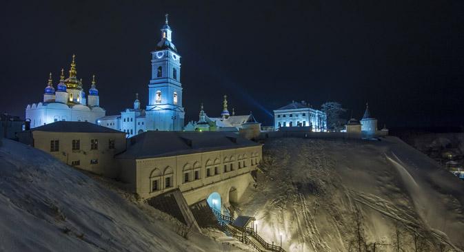 Tobolsker Kreml liegt auf einer steil aufragenden Landspitze hoch über der Stadt. Foto: RIA-Novosti