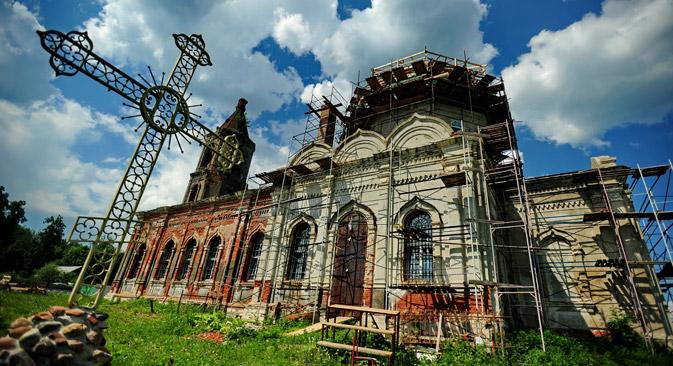 Die Restaurierung der Christi-Geburt-Kirche im Dorf Rozhdestweno in der Nähe von Moskau. Foto: ITAR-TASS