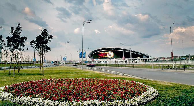 ie Kasan-Arena fasst 45 000 Zuschauer und erinnert an die Heimstätte des FC Arsenal London, das Emirates-Stadion.  Foto: Pressebild