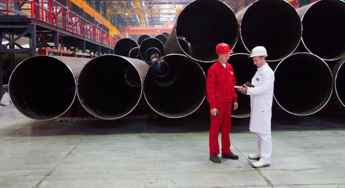 Mitarbeiter des Tscheljabinsker Rohrwalzwerkes. Foto: ITAR-TASS