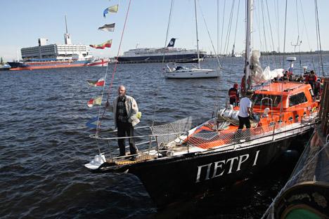 """Das russische Segelschiff """"Peter I."""" umrundete die arktische Region für ein halbes Jahr, ohne sich durch Eisbrecher unterstützen zu lassen. Foto: ITAR-TASS"""