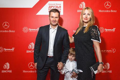 """Veranstalter des Treffens """"Sotschi-Moskau-Rio"""" und der vierfache Olympiasieger Alexej Nemow mit seiner Familie. Foto: Pressebild"""