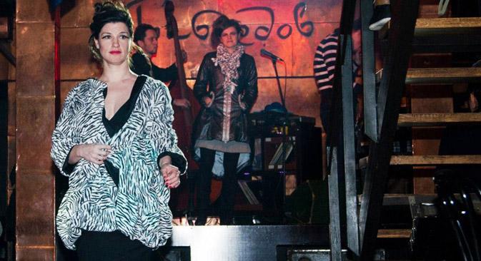 """Anna-Christin Albers in einem Nachtklub """"Gribojedow"""". Foto aus dem persönlichen Archiv."""