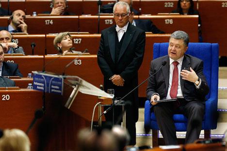 """Die """"Nesawissimaja gazeta"""" mahnt, es könne nun nach Unterzeichnung des Assoziierungsabkommens mit der EU zu """"einer Devaluation der ukrainischen Währung"""" kommen. Foto: Reuters"""