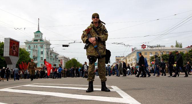 Die Konfliktparteien sitzen in Donezk erstmals an einem Tisch. Foto: Reuters