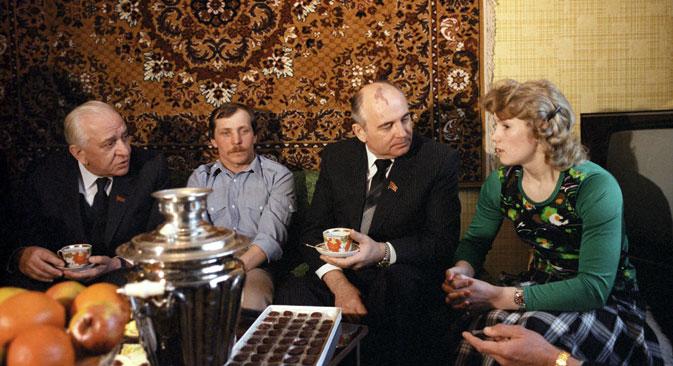 Michail Gorbatschow bevorzugte helle, kernlose Weintrauben, kandierte Früchte, Datteln und Nüsse. Foto: ITAR-TASS