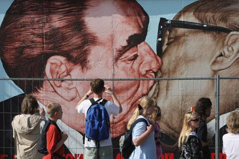 """Eine Welle von Russizismen kam auf die deutsche Sprache nach dem Zweiten Weltkrieg zu, als in der späteren DDR eine Reihe von """"Sowjetismen"""" auftauchte. Foto: Getty Images / Fotobank"""