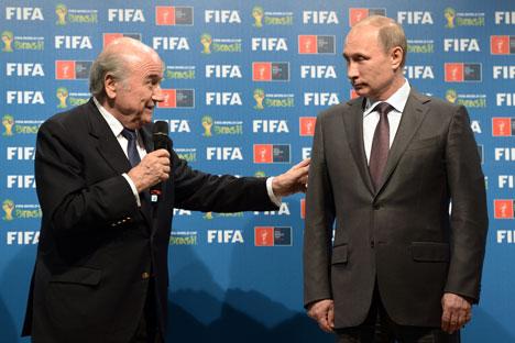 Sepp Blatter et Vladimir Poutine. Crédit photo : RIA Novosti