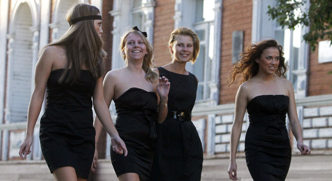Frisuren unterliegen eben dem ständigen Wandel, sie folgen meist der aktuellen Mode und spiegeln den Zeitgeist wider. Foto: Alexey Kudenko / RIA Novosti