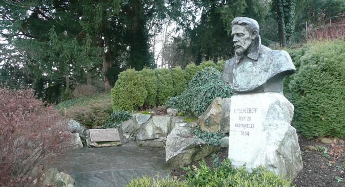 Das Tschechow-Denkmal in Badenweiler. Foto: Dr. Bernd Gross / Wikimedia.org