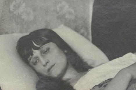 """Eine der interessantesten Widmungen von Anna Achmatowa steht auf der Rückseite eines Fotos der Dichterin: """"Den unvergessenen Freunden in Asien in Liebe"""". Foto: Pressebild"""