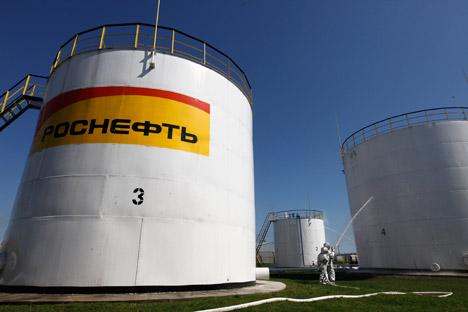 """Die Regierung wird Haushaltsmittel in der neuen Situation wesentlich strenger und vorsichtiger verteilen. Rosneft ist zweifellos dazu in der Lage, die Schulden auch ohne staatliche Unterstützung zu begleichen"""", meinen Experten. Foto: Reuters"""