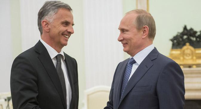 Der Schweizer Bundespräsident Didier Burkhalter (links) war das einzige westliche Staatsoberhaupt, das nach der Angliederung der Krim mit Wladimir Putin zusammentraf. Foto: Sergej Guneeew / RIA Novosti