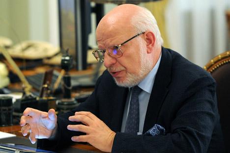 Der Vorsitzende der Menschenrats Michail Fedotow erklärt, dass das wirkungsvollste Instrument seiner Institution die Beharrlichkeit sei. Foto: Michail Klimentjew / RIA Novosti