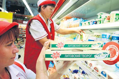 Quark aus Litauen und Obst aus Polen werden nun durch andere Importe ersetzt. Foto: Igor Sarembo/RIA Novosti