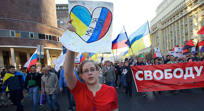 Tausende Teilnehmer demonstrierten am 21. September in Moskau für Frieden in der Ukraine. Foto: AP