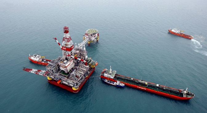 In der russischen Regierung diskutiert man derzeit über Möglichkeiten, den Ölpreis zu stützen. Als eine mögliche Maßnahme dazu brachte man eine Drosselung der Fördermengen ins Spiel. Foto: TASS