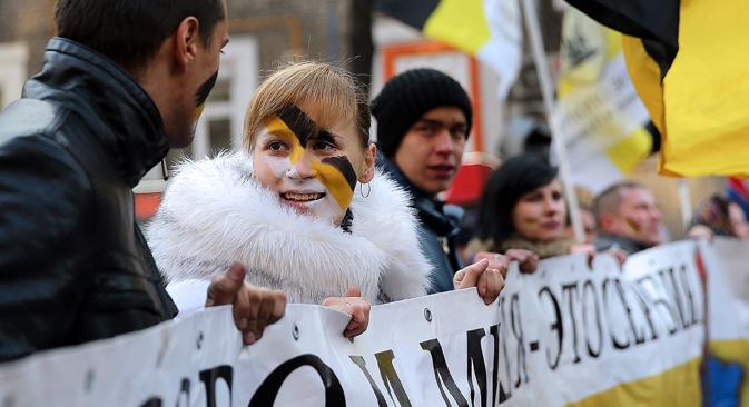 """Die Kundgebungen zum """"Tag der Volkseinheit"""" verliefen weitgehend friedlich. Foto: Anton Nowodereschkin/TASS"""