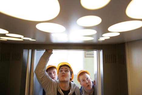 Ausbildungsberufe sind weitaus weniger populär, obwohl in Russland wie schon in der Sowjetunion allseits der Fachkräftemängel beklagt wird. Foto: Artyom Geodakyan / TASS