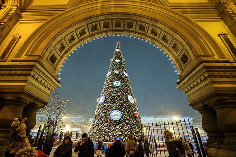 Der große Weihnachstsbaum am roten Platz in Moskau. Foto: Marina Lyszewa/TASS