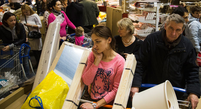 Mit dem Verfall des Rubels begann der Ansturm auf die Geschäfte. Foto: AP