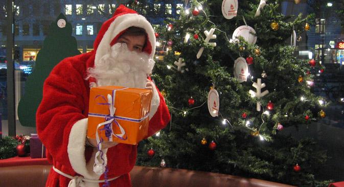 Zur Bescherung kann man den Weihnachtsmann oder Väterchen Frost mieten.  Foto: Olga Schtyrkina