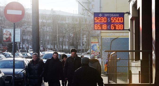 Laut Meinungsumfragen müssen die Russen immer mehr Geld für Grundnahrungsmittel ausgeben und verbringen den Urlaub bevorzugt im eigenen Land.  Foto: Sergey Kusnetsow / RIA Novosti
