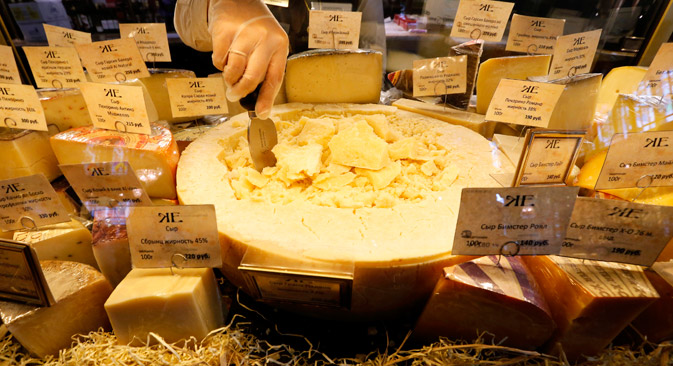 Die meisten europäischen Käsesorten gehören zu den Lebensmitteln, die nach dem Einfuhrstopp aus westlichen Ländern in den Regalen schmerzlich vermisst werden.  Foto: Reuters