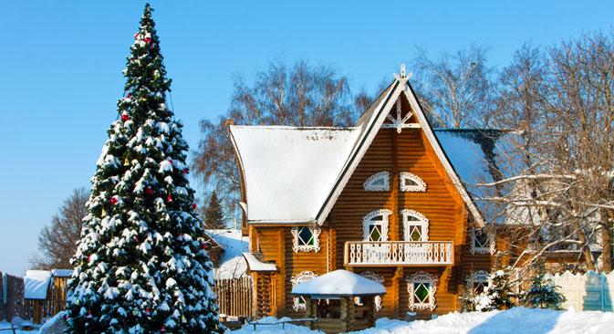 In diesem Holzhaus in Kostroma wohnt Snegurotschka, Begleitung von Väterchen Frost. Foto: Lori / LegionMedia